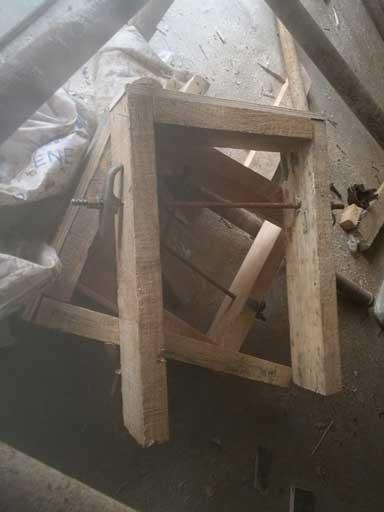 梁夹子图片、木工加固梁的梁夹子图片