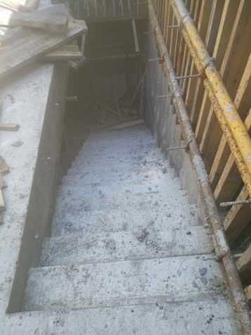 建筑工地木工做楼梯图片、木工支模楼梯做法图片